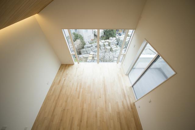 戸塚区の完全分離型二世帯住宅④「フレームイン」の大きな窓です