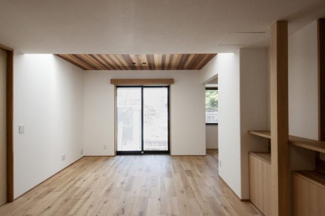 高座の家「トップライトの光の効果」