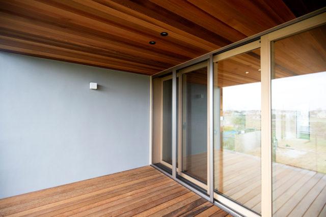 庭先アウトドアの家③「部屋のようなバルコニー」