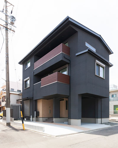 WEB内覧会「街中で悠々と暮らす二世帯住宅」
