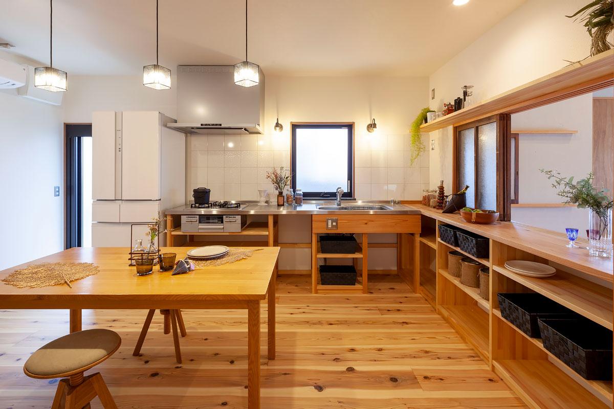 リビングから独立したキッチン